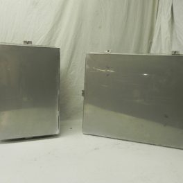STAINLESS STEEL ENCLOSURE WITH CLOSING TABS