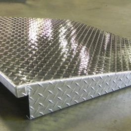 ALUMINUM TREAD RAMP