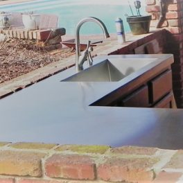 OUTDOOR KITCHEN WITH STAINLESS COUNTERTOPS