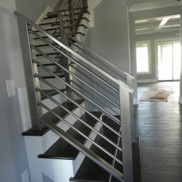 STAINLESS STEEL HANDRAIL WITH NO CORNER POST